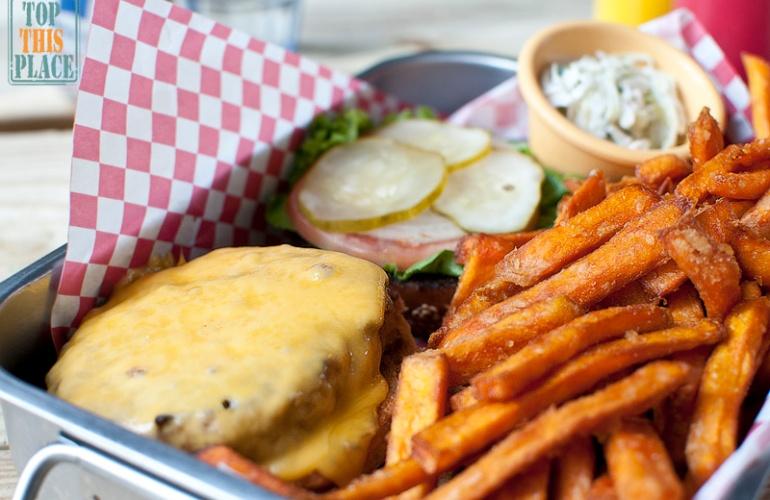 burger_guru_burger_plate.jpg